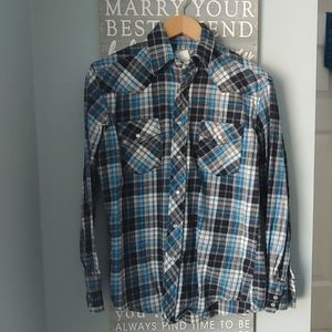 Wrangler blue and white plaid flannel shirt
